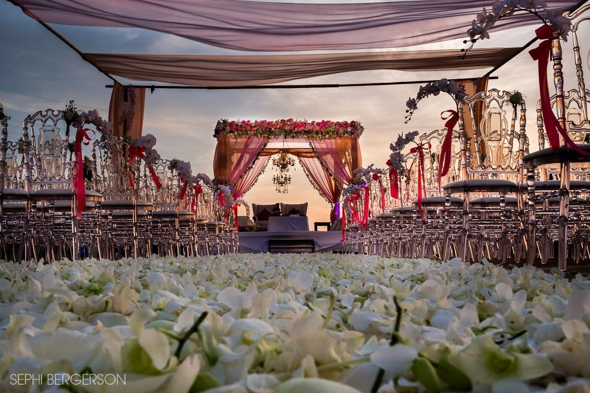 can wedding photographers and wedding planners tie the knot silk photos. Black Bedroom Furniture Sets. Home Design Ideas